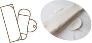 (3)本体ホルダーの上に三つ折り布ナプキンを重ねる。荷物の持ち運びを少なくしたい時にオススメ。